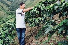 コロンビア 南部地方 ウイラ県 『グァルニソ・ブラザーズ ファミリー』